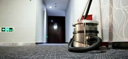 vacuum-carpet-commercial-hallway