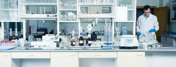 laboratory cleaning service