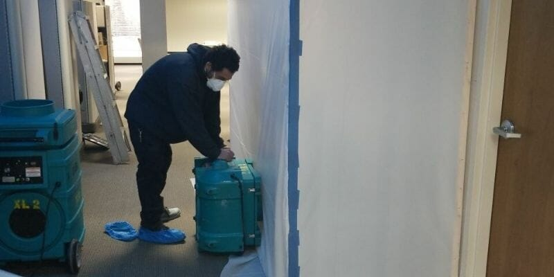 water damage professionals in chicago repairing water damaged building