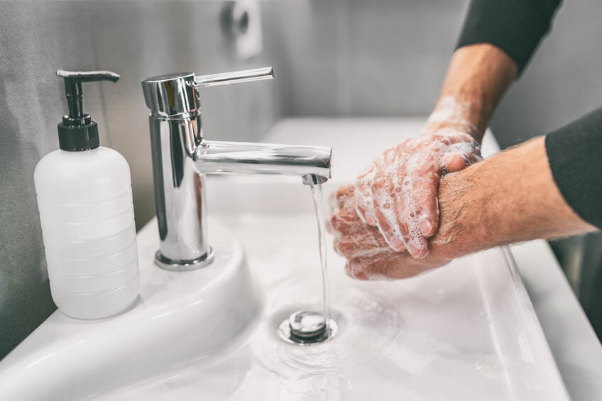 washing hands in chicago workplace to mitigate coronavirus